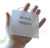 Die Black Friday-Aufschrift auf einem Blatt Papier Stockfotos