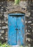 Die blaue alte Tür Lizenzfreie Stockfotos