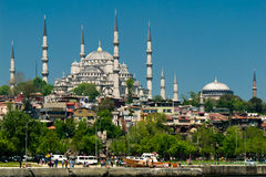 Die blaue Moschee, Istanbul TR, wie von der Seite gesehen Stockfotos