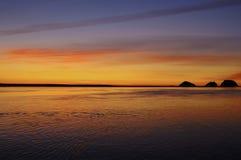 Die blaue Stunde fängt auf der Oregon-Küste an Stockfoto