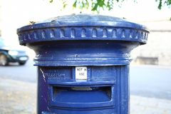 Die blaue Szene Victorian Postbox Farb Lizenzfreies Stockbild
