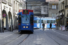 Die blaue Tram in Bern Lizenzfreies Stockbild