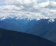 In die blauen Berge lizenzfreie stockfotos