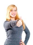Die blonde Frau, die o.k. zeigt, kennzeichnen vorbei Weiß Lizenzfreie Stockfotografie