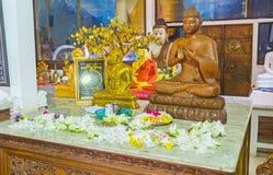 Die Blumen auf Altar Lizenzfreie Stockbilder