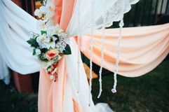 Die Blumen auf dem Vorhang lizenzfreies stockbild