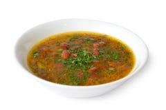 Die Bohnensuppe mit Fleisch auf einem Weiß lokalisierte Hintergrund Lizenzfreies Stockbild