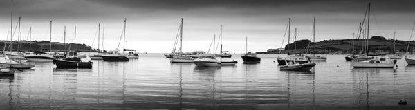 Die Boote weg von Loe-Strand Stockfotos