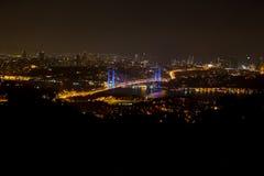 Die Bosphorus-Brücke in Istanbul die Türkei stockfotografie