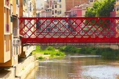 Die Brücke über dem Fluss Lizenzfreie Stockfotografie