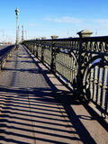 Die Brücke über dem Fluss Neva Stockfoto