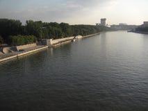 Die Brücke über dem Moskau-Fluss stockfotografie