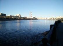 Die Brücke über dem Moskau-Fluss Lizenzfreie Stockfotografie