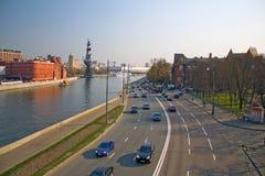 Die Brücke über dem Moskau-Fluss Prechistenskaya-Damm Stockbilder