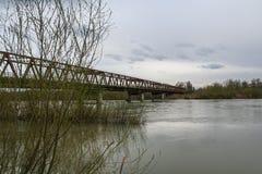 Die Brücke über dem Tisa Stockbild