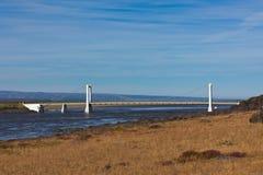 Die Brücke über isländischem Fluss Jokulsa ein Fjollum Stockbild