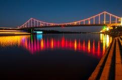 Die Brücke in den Lichtern Stockbild