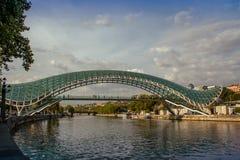 Die Brücke des Friedens Tbilisi, Georgia lizenzfreies stockbild