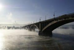 Die Brücke durch Yenisei stockfotografie