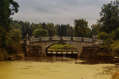 Die Brücke im Park Lizenzfreie Stockfotos