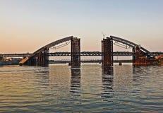 Die Brücke ist im Bau Lizenzfreie Stockfotos