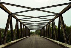 Die Brücke ist nicht beim Per Anhalter fahren Lizenzfreie Stockfotos
