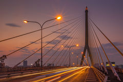 Die Brücke Rama VIII über dem Chao Praya River Stockfotografie