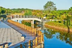 Die Brücke und das Geländer Stockfoto