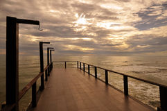 Die Brücke zum Meer stockbilder