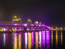 Die Brücke zum Strand stockbild