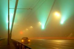 Die Brücken-Methode in einem Nebel Stockfoto