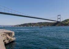 Die Brücken von Istanbul Die Türkei stockbilder