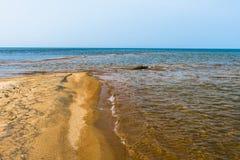 Die Brandung auf der Sandbank Lizenzfreies Stockfoto