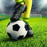 Die brasilianischen Füße des Fußballspielers Stockbild