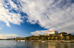 Die Bratislava-Schloss, Parlament und Donau slowakei bratislava Lizenzfreies Stockbild