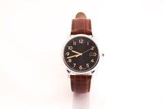 Die braune lederne Armbanduhr der Männer Lizenzfreies Stockfoto