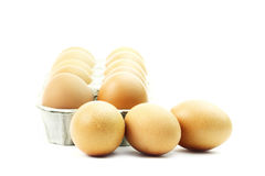 Die braunen Eier lokalisiert auf Weiß Stockfoto