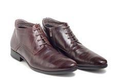 Die braunen Schuhe der modischen Wintermänner Lizenzfreie Stockbilder