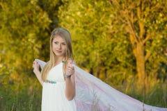 Die Braut in einem weißen Kleid Stockfoto
