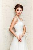 Die Braut in ihrem Hochzeitskleid Lizenzfreies Stockfoto
