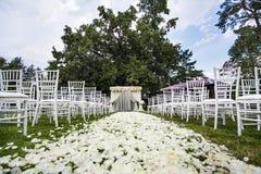 Die Braut mit einer Blume Stockfoto