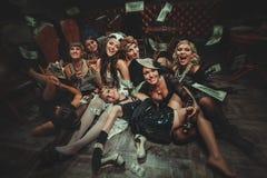 Die Braut und vier Brautjungfern Lizenzfreies Stockfoto