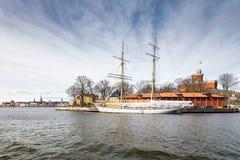 Die Brigg Tre-Krona af Stockholm bei Skeppsholmen, Schweden lizenzfreies stockbild