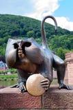 Die Bronzeaffeskulptur Lizenzfreies Stockbild