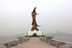 Die Bronzestatue der Göttin Kun Iam, eine buddhistische Gottheit der Gnade, lizenzfreie stockbilder