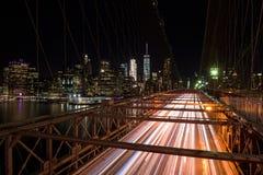 Die Brooklyn-Brücke von einer netten Perspektive bis zum Nacht Stockfoto