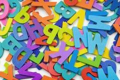 Die Buchstaben gemacht vom Sperrholz auf einem weißen Hintergrund Lizenzfreie Stockfotografie