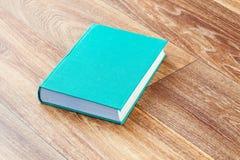 Die Buchtürkisfarbe in einer festen Abdeckung Lizenzfreies Stockfoto
