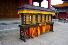 Die Buddhistgebetsmühlen in Chongshen-Kloster. Lizenzfreie Stockfotos
