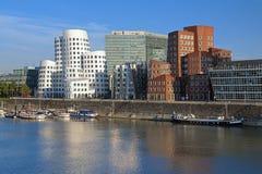 Die buldings von Neuer Zollhof in Dusseldorf, Deutschland Stockbilder